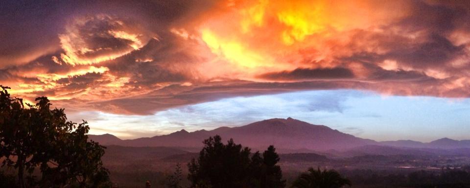 montagne des pyrénées catalanes - le Canigou vu d'Eus