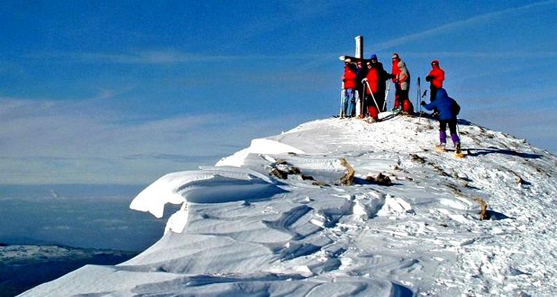 sommet du Canigou l'hiver - randonnée hivernale dans les pyrenees
