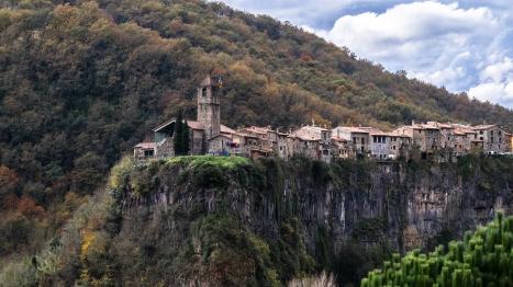 Castellfollit_de_la_Roca_in_catalunya