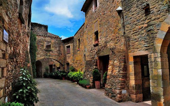 monells village