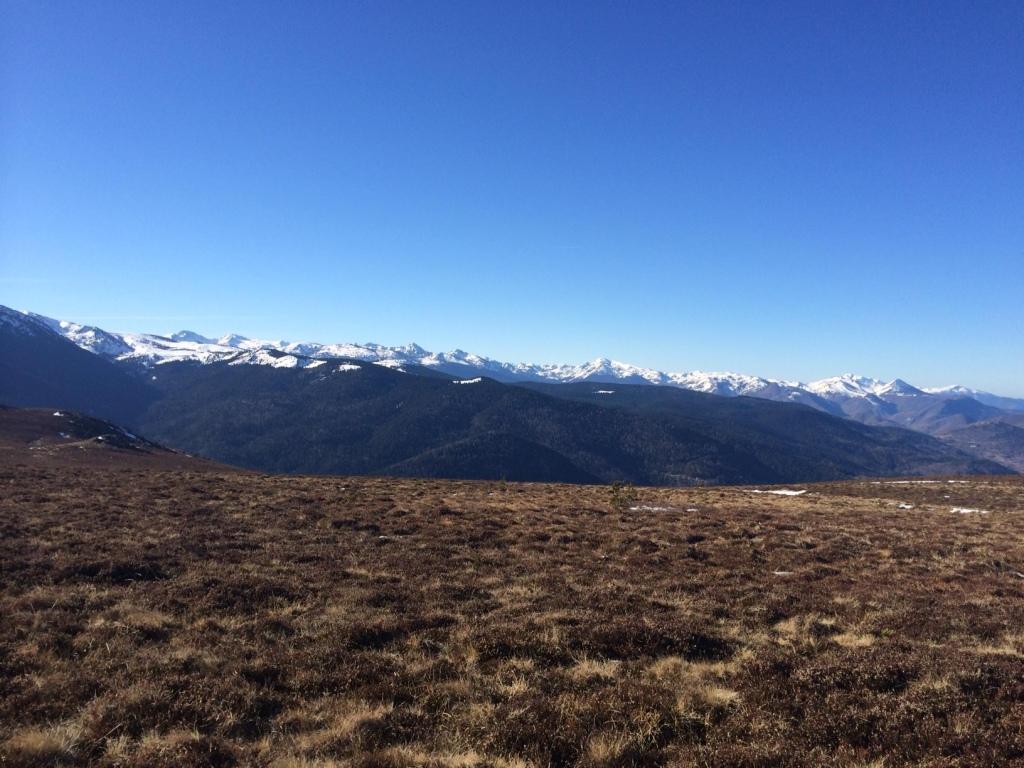 chaine des pyrenees vue panoramique
