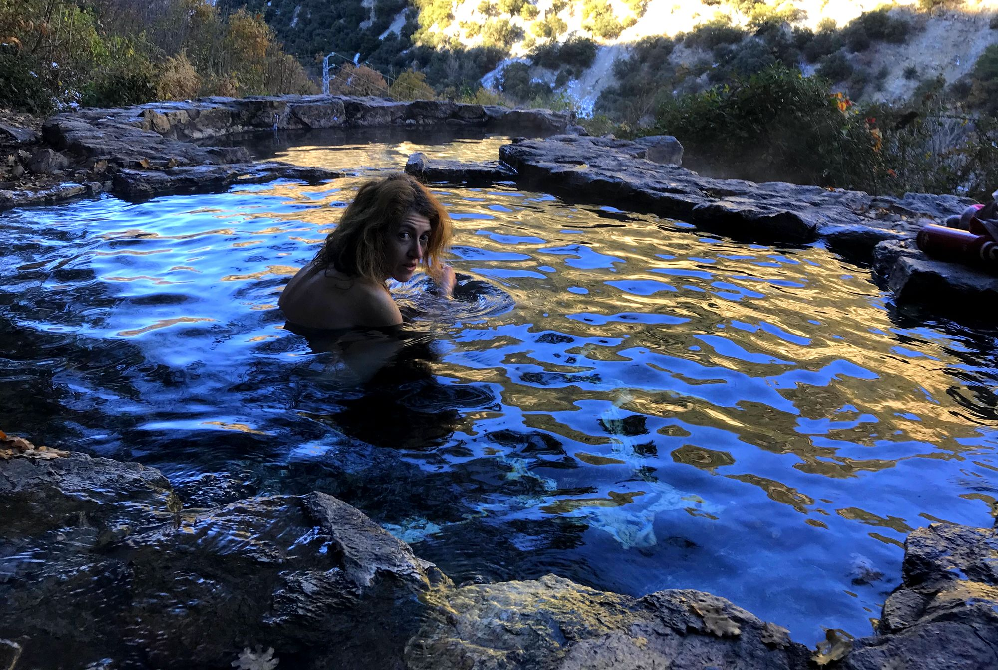 bains source chaude naturiste nudiste