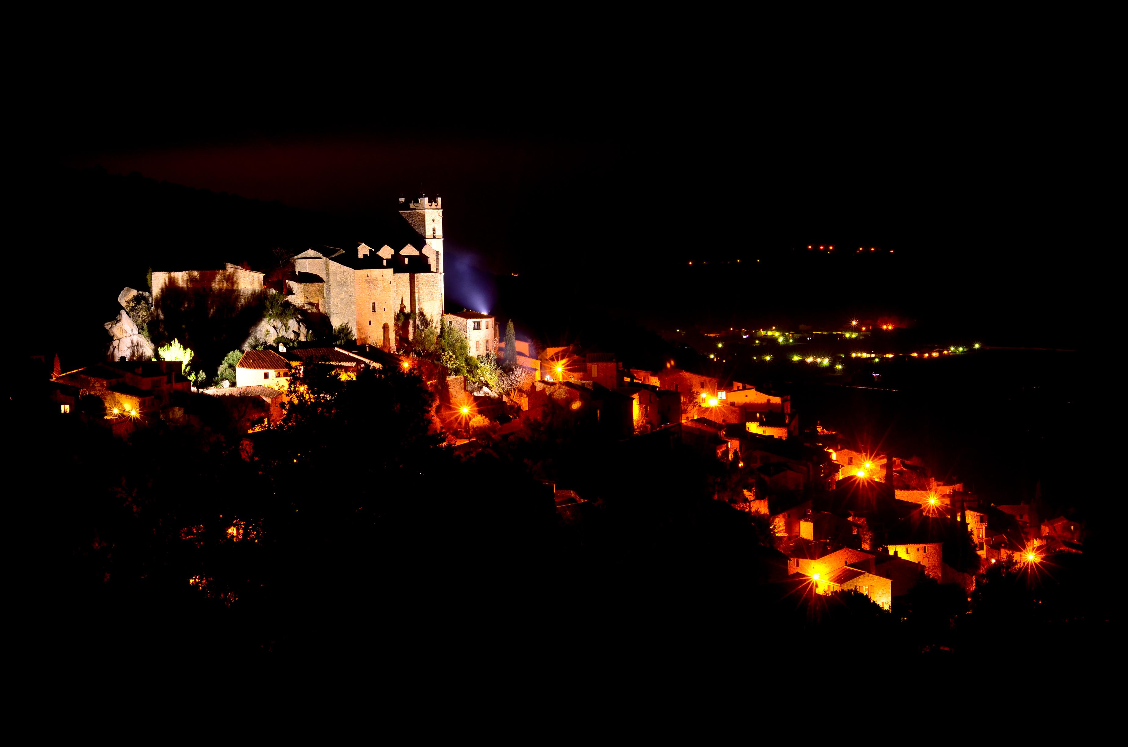 Nuit romantique village du sud