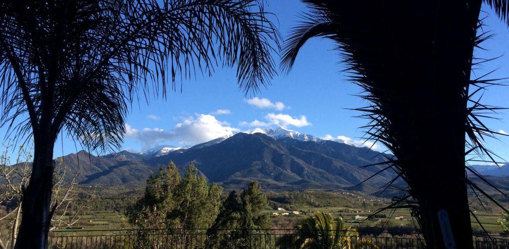 Vue panoramique plein sur sur le massif du Canigou