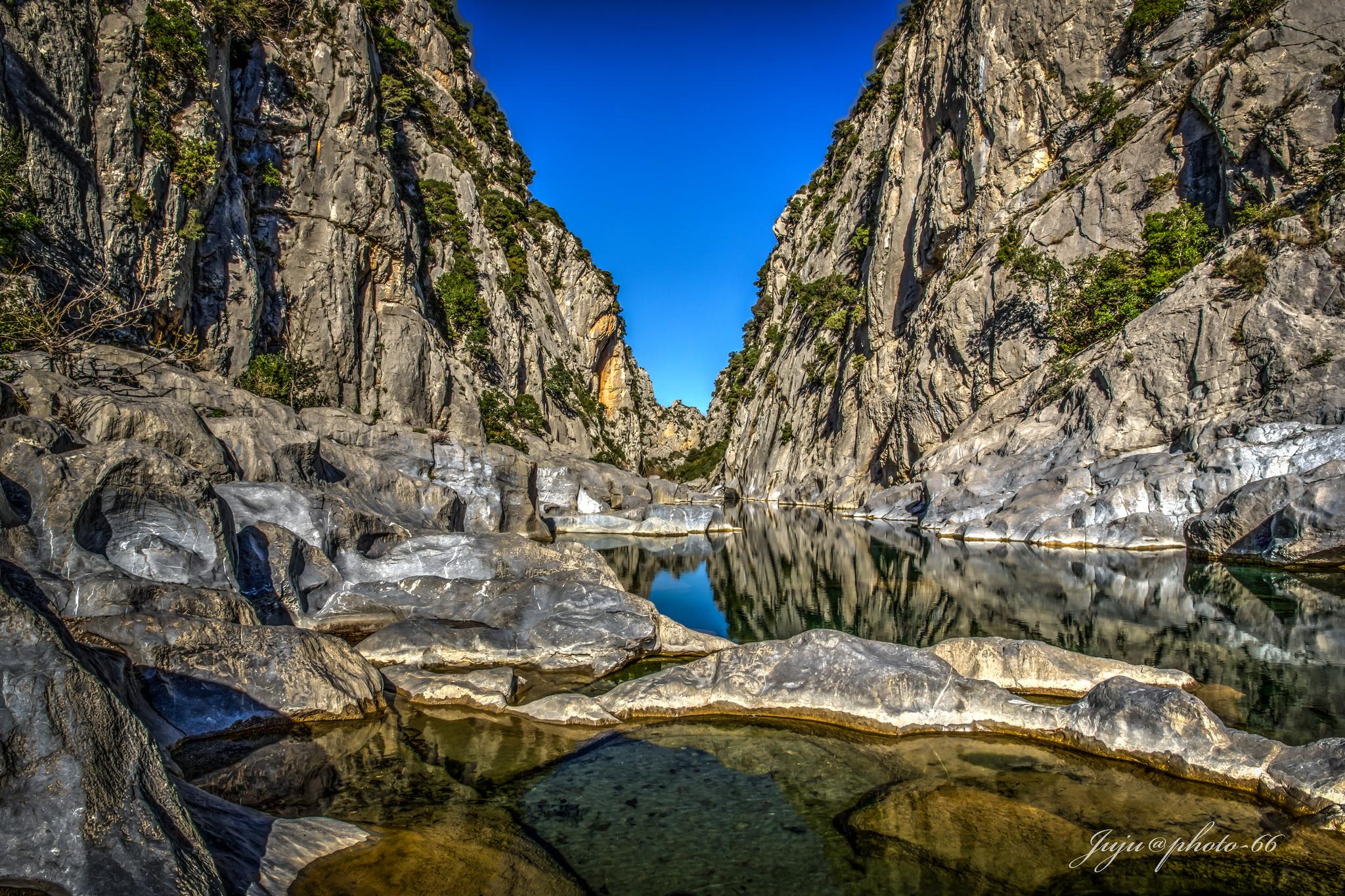 Vasques et piscines naturelles calcaire tautavel