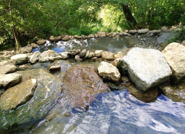 Bassins d'eau chaude naturelle