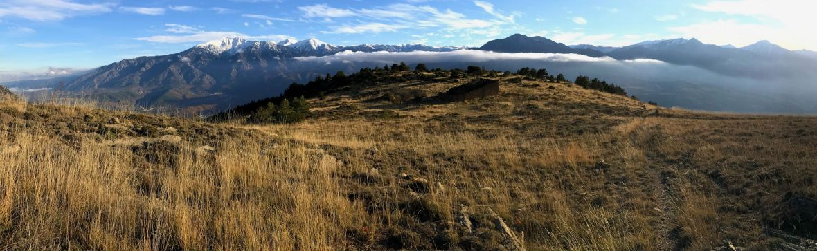 Panorama sur le Canigou le Tres Estelles et le Redoun