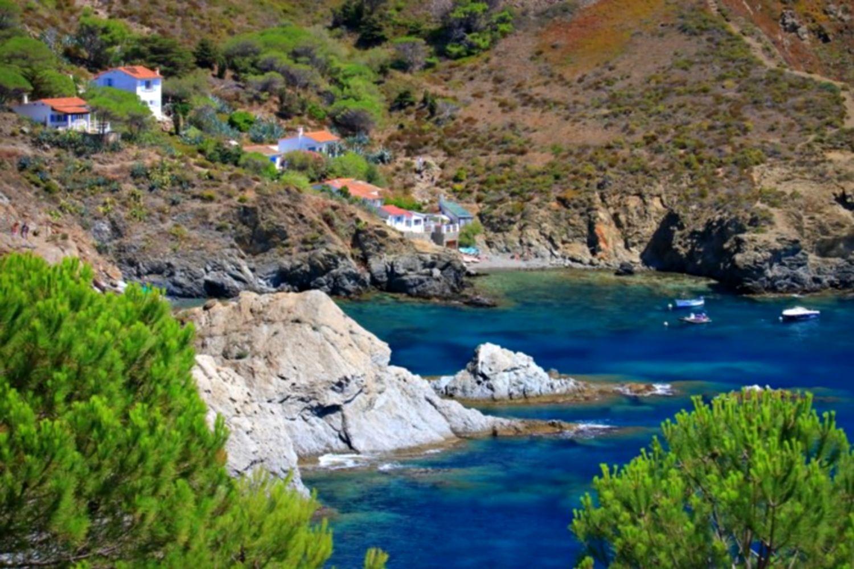 Criques du Sentier marin Port Vendres Banyuls beach cliff collioure