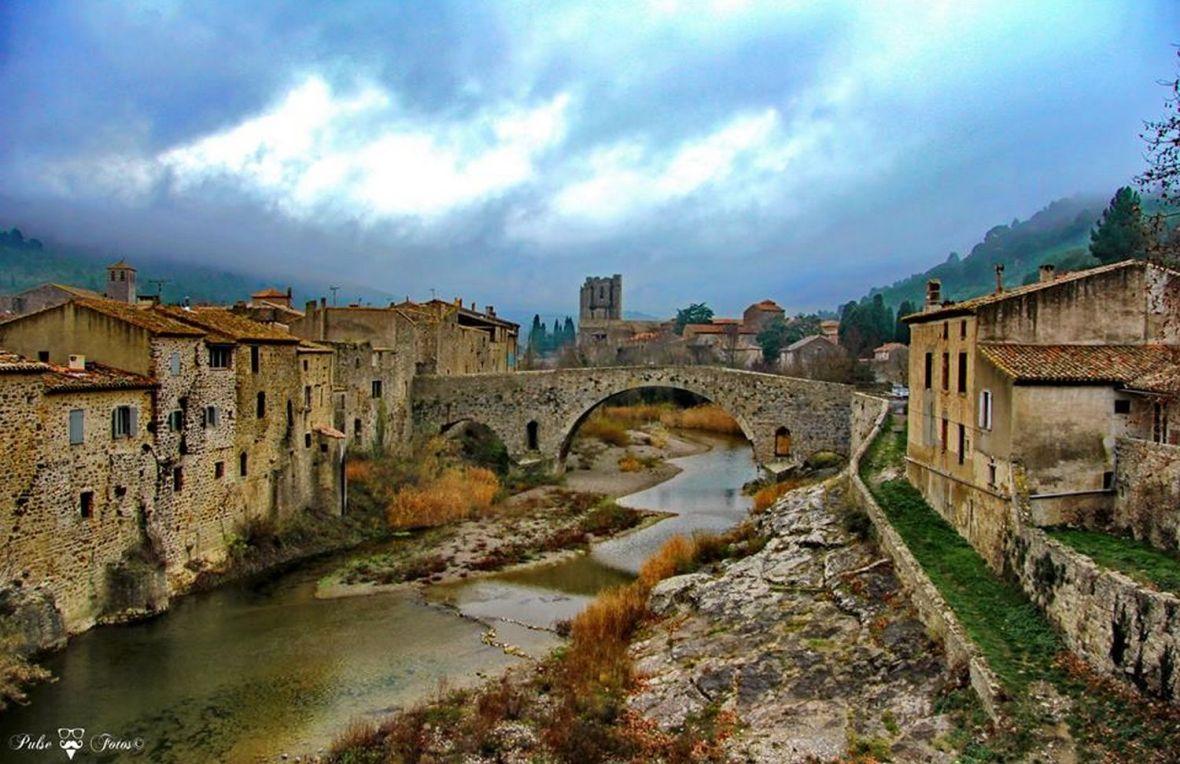 Lagrasse joli village de l'Aude (11) Occitanie