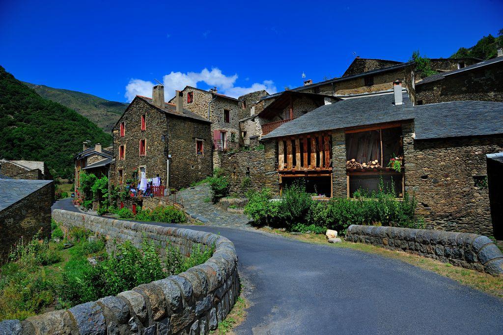 village montagnard en pierres