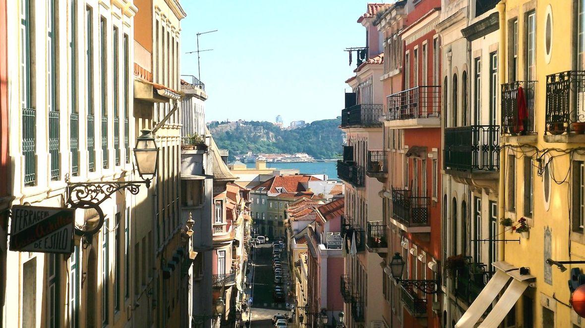 rue du Bairro alto à Lisbonne - Roadtrip à pieds
