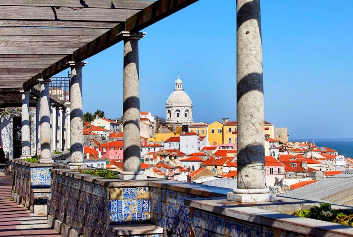 Miradouro de Santa Luzia - portas do Sol - Lisbonne