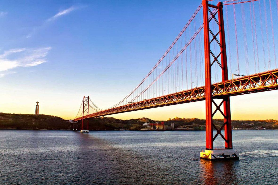 Pont du 25 avril - arrivée à Lisbonne par le sud