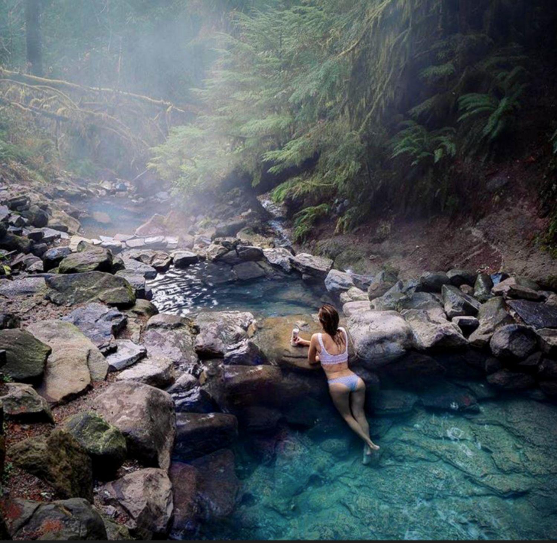 Bains chauds naturels en pleine nature sublime paysage nature