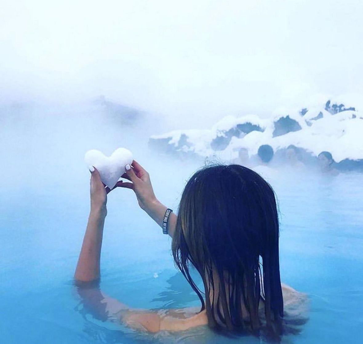 Moment zen bains chauds méditation relaxation bains sulfureux sauvages
