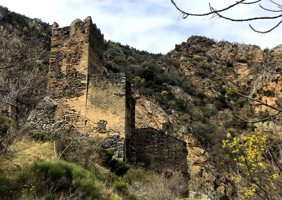 chateau en ruine roca nyer
