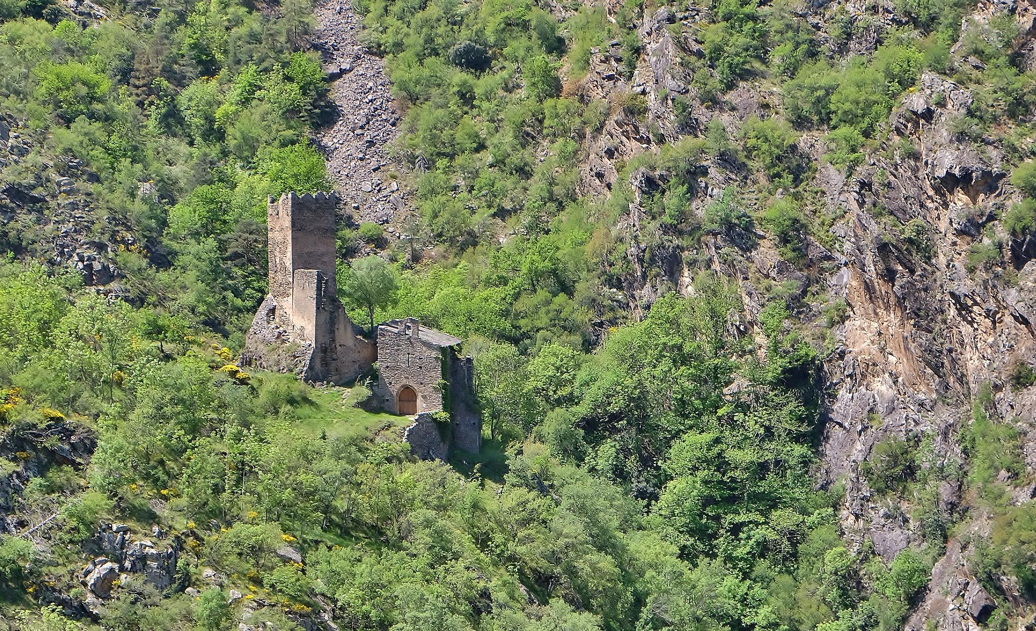 Chateau - église de la Roca à Nyer