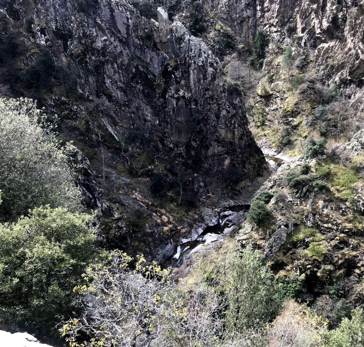 gorges et canyon de nyer pyrenees