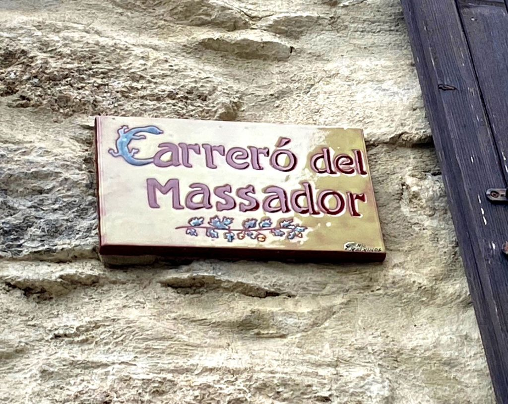 """carrero del massador à Eus pyrénées orientales on en parle dans le livre """"tout le bleu du monde"""" de mélissa da costa"""