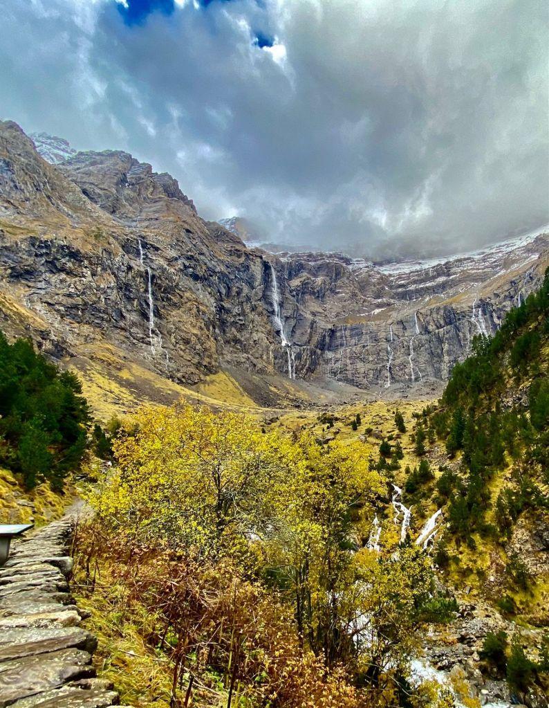 Cascades du cirque de Gavarnie Gedre Hautes Pyrénées en automne roadtrip Pyrénées