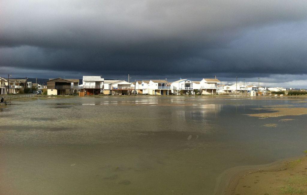 les chalets de Gruissan 37.2 le matin philippe djian jean jacques beinex betty   aude littorale méditerrannée tout le bleu du ciel mélissa da costa