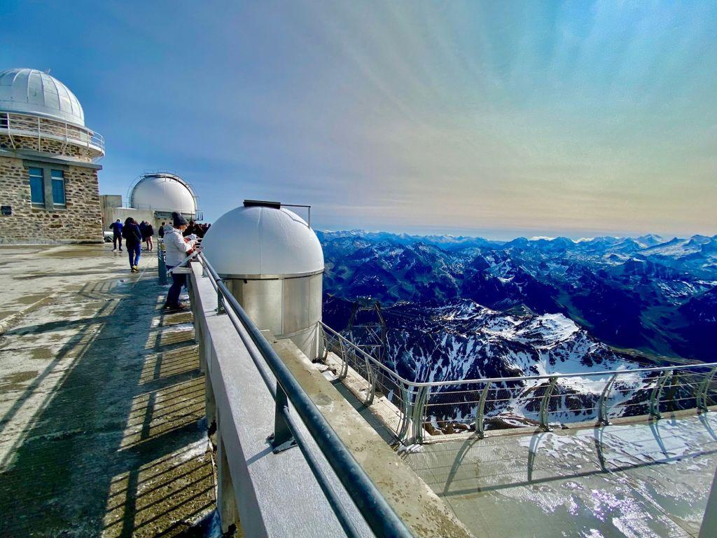 observatoire du pic du midi coucher de soleil le soir panorama