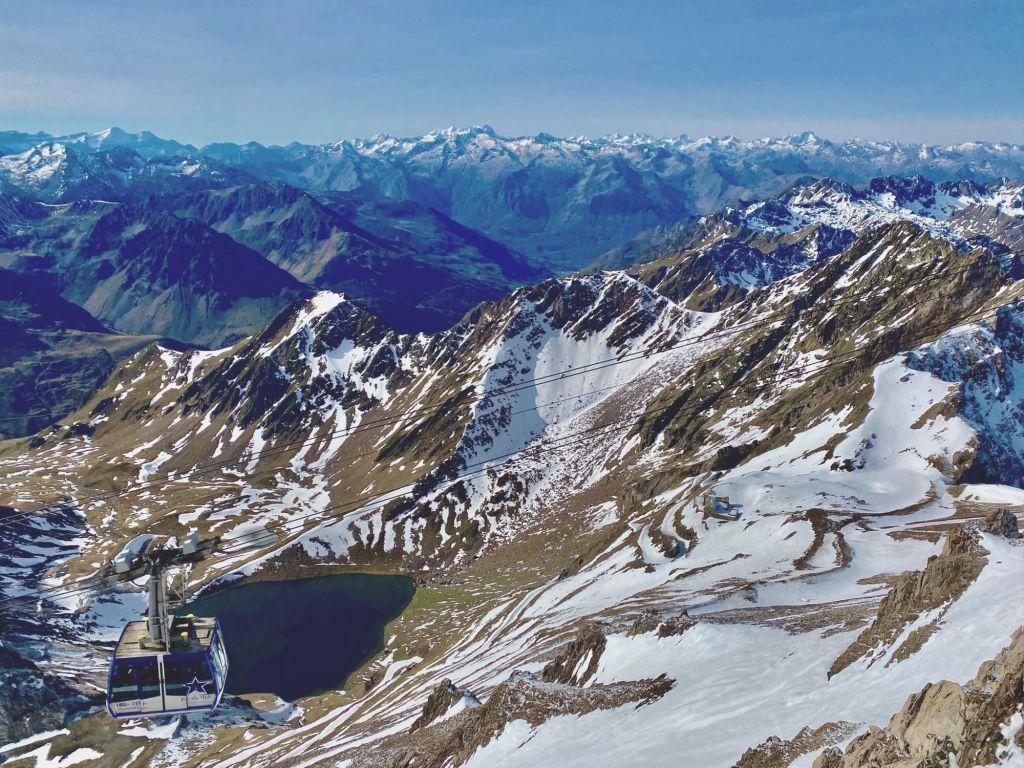 le lac d'onvet vu du pic du midi terrasse panoramique hostellerie des laquets lacquets refuge de montagne pyrénées