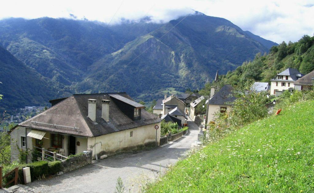 village Aas vallée ossau domaine d'hippolyte