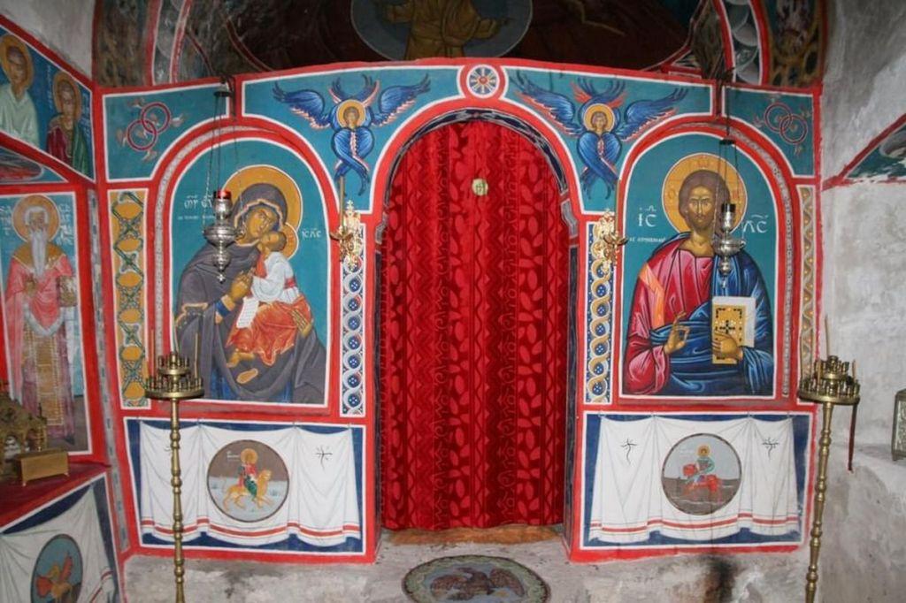 Chapelle petit ermitage orthodoxe canigou cassien pyrenees catalanes mystérieuses lieux mystique