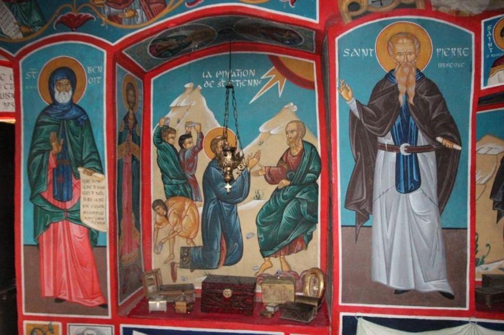 Chapelle petit ermitage orthodoxe canigou lieux insolite etrange