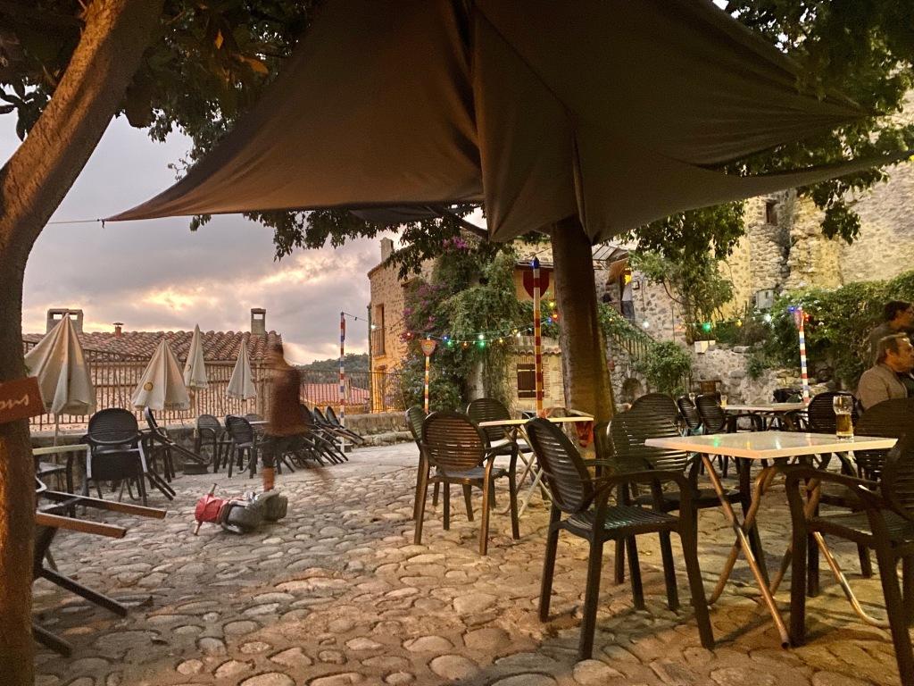 bistrot de pays eus bar restaurant place centrale village eus