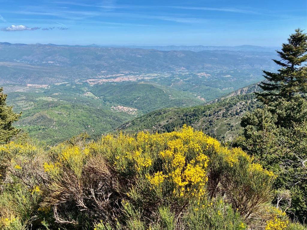 panorama randonnée depuis vernet les bains sur le massif du canigou GR10 refuge bonne aigue
