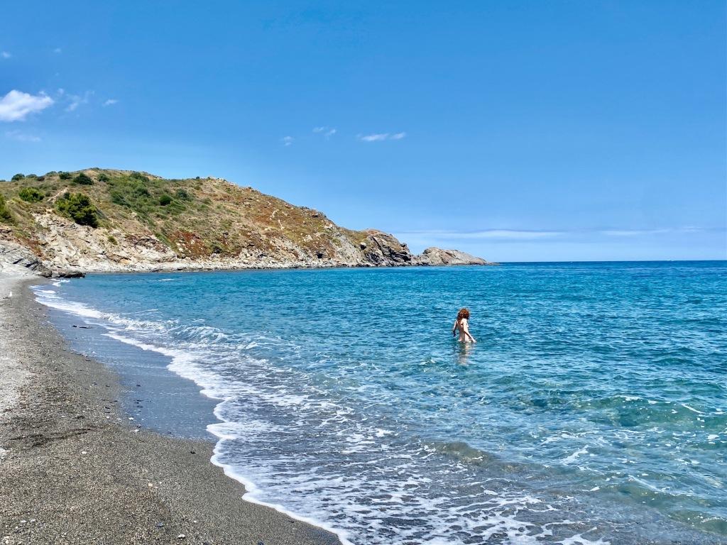 crique naturiste et deserte entre port vendres et banyuls sur mer plage nudiste sauvage